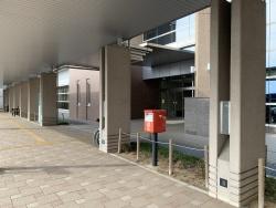郵便ポスト (正面玄関前)