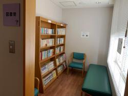 図書室 (各病棟談話室内)