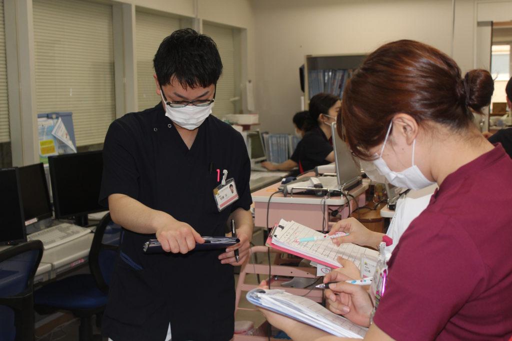 看護師・消化器科、外科病棟